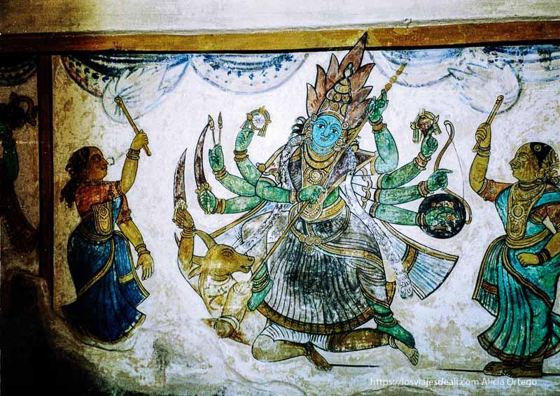 pintura antigua en thanjavur representando diosa con 8 brazos de tamil nadu a kerala
