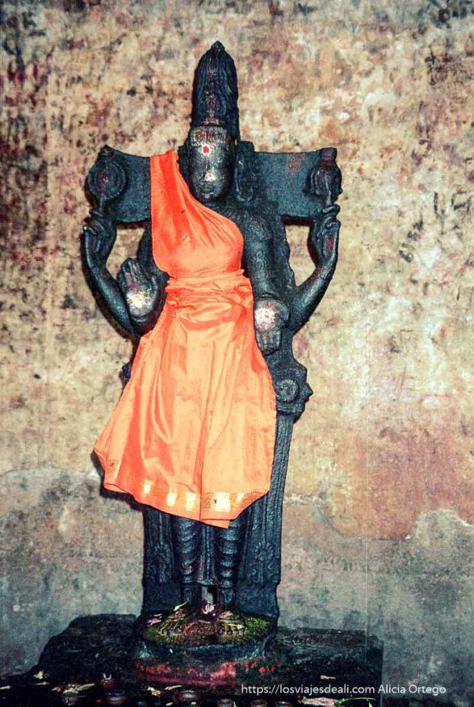 diosa de piedra con vestido de seda naranja de tamil nadu a kerala