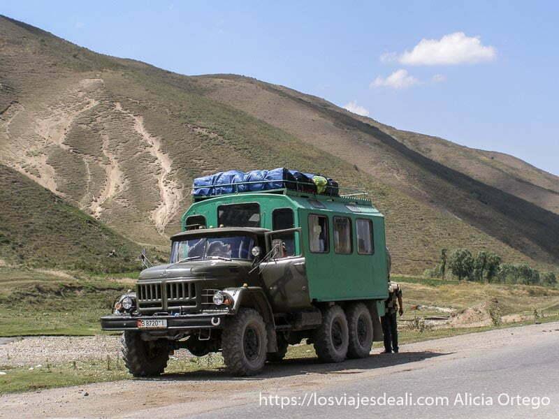 el camión ruso en el que viajamos campo base del pico lenin