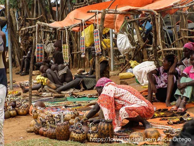 puesto del mercado con calabazas decoradas mercados del sur etíope