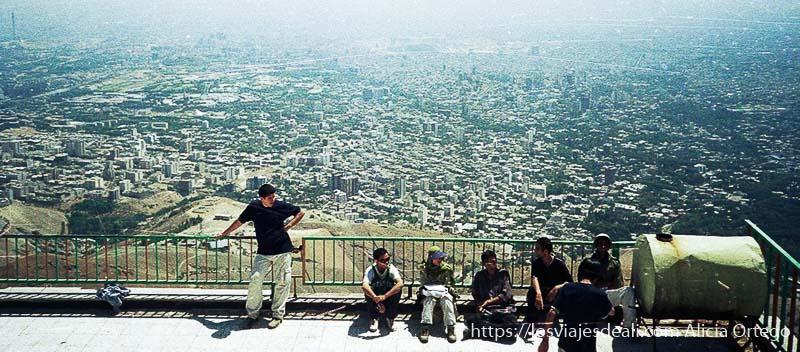 vistas de teherán desde la estación de esquí
