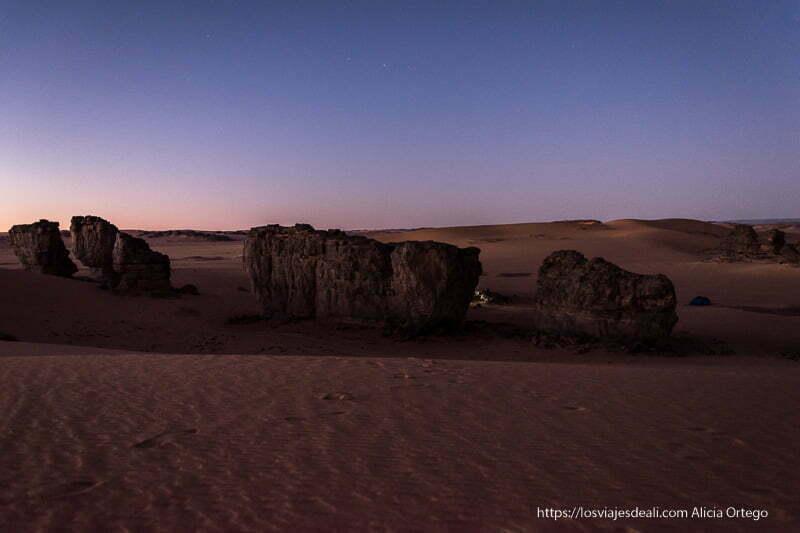 anochecer cerca de Djanet entre dunas viaje a Argelia