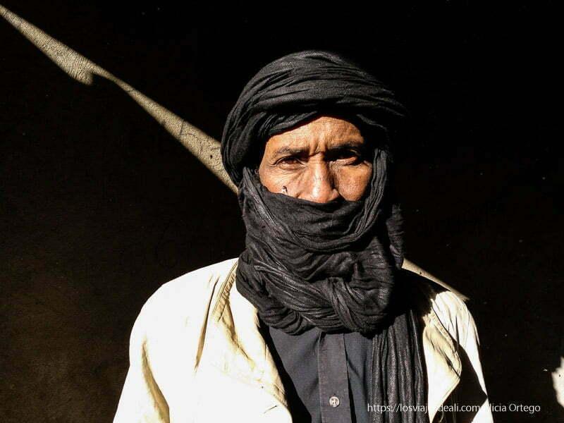 tuareg de djanet con turbante negro viaje a Argelia