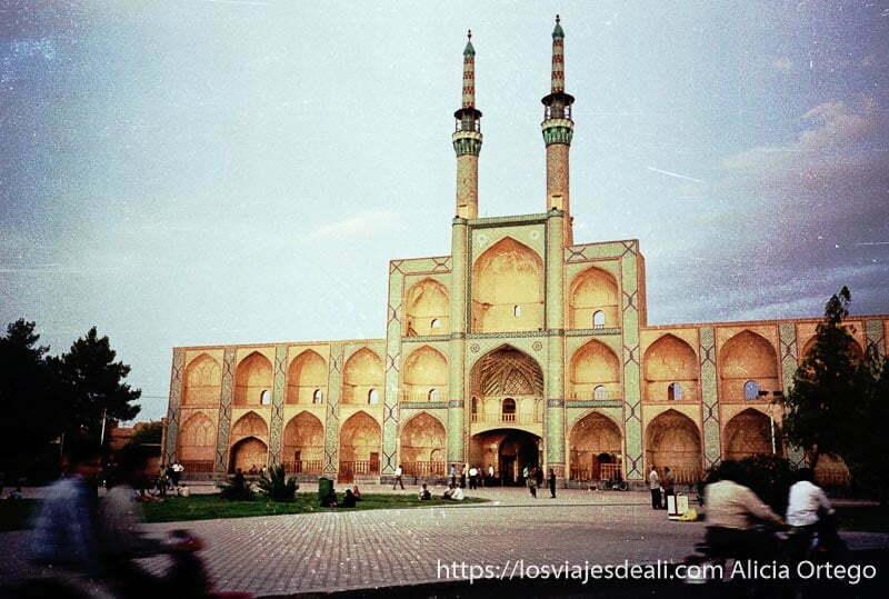 puerta del bazar de Yazd viaje a irán