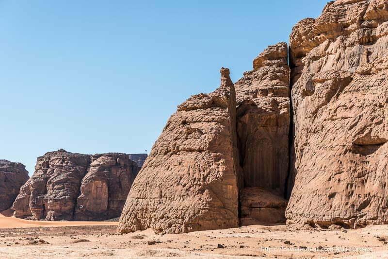 rocas cortadas a la perfección por el viento paisajes del sahara