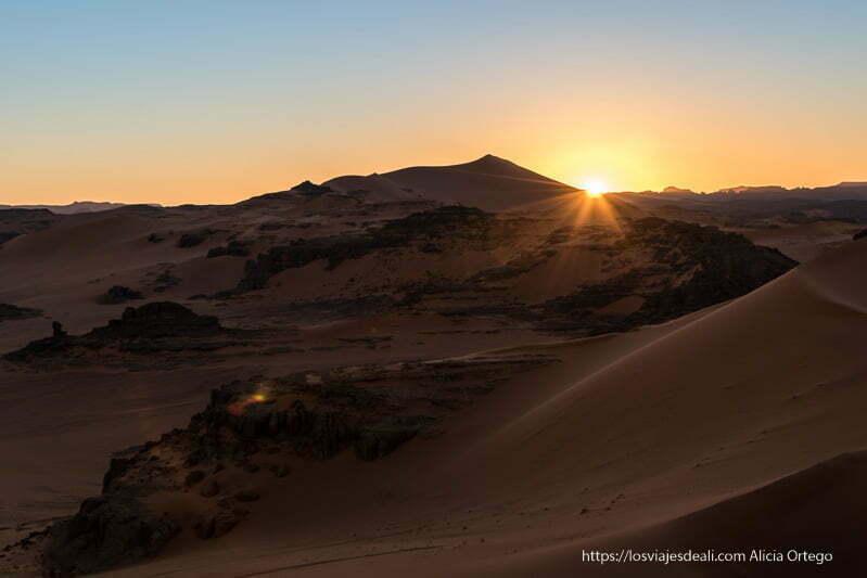 puesta de sol en tin merzouga paisajes del sahara