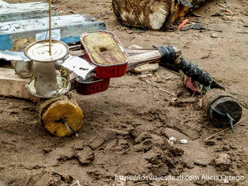 juguete africano hecho con latas de conserva y maderas en londji