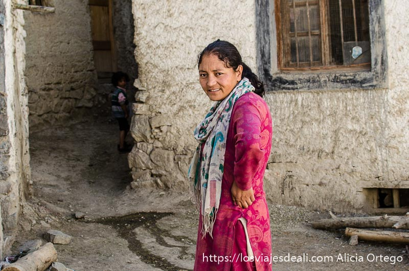 mujer de ladakh monasterio de lamayuru