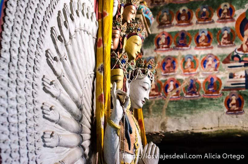 buda con muchos brazos y cabezas monasterio de lamayuru