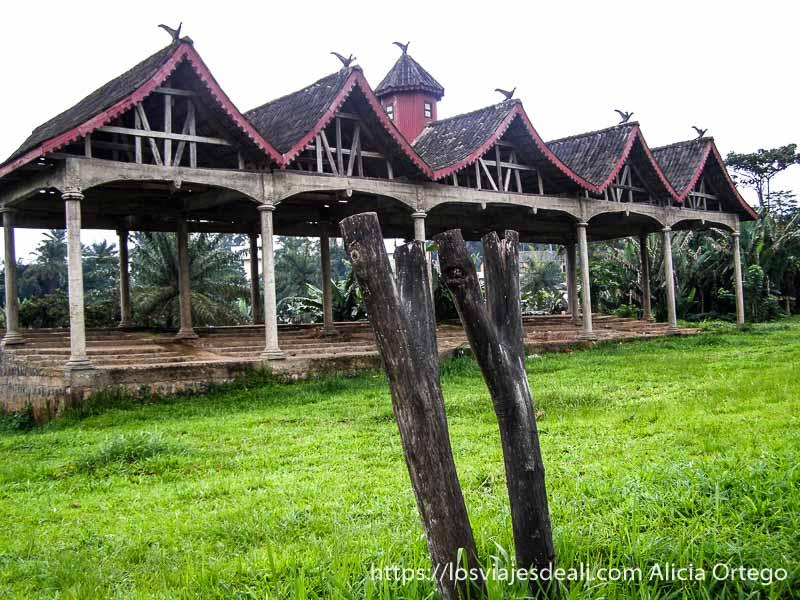 antigua plaza de ejecuciones del reino de bafut