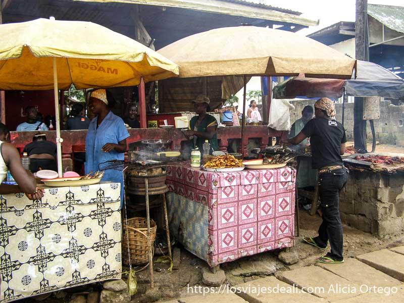 puestos de carne y pescado a la brasa en kribi sur de camerún