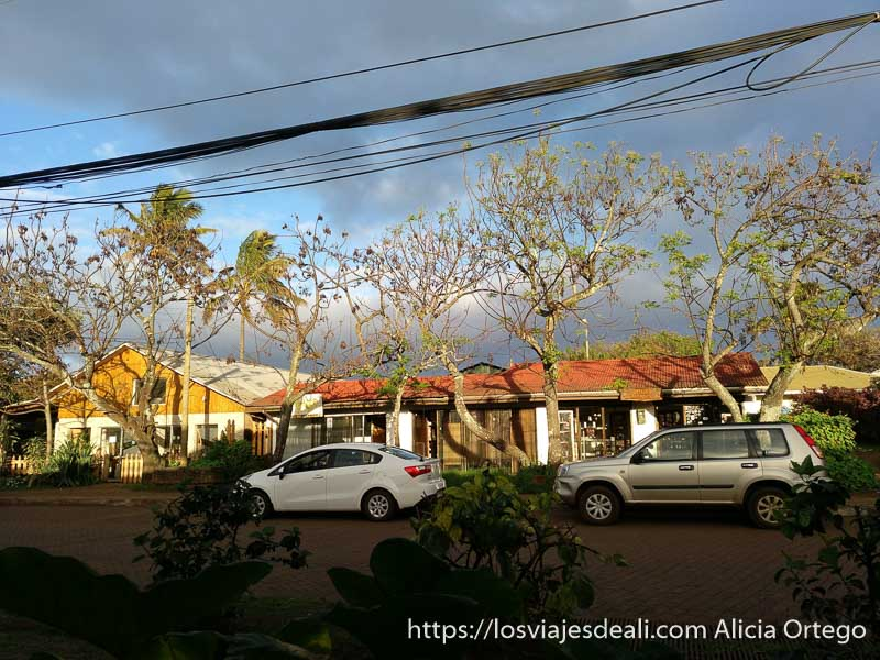 calle principal de hanga roa tours en isla de pascua