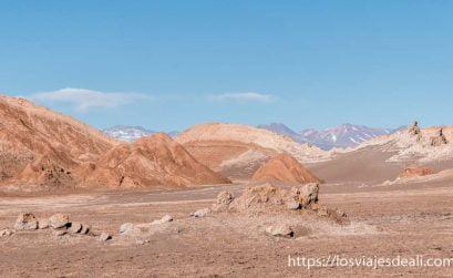 valle de la luna en el desierto de atacama chile