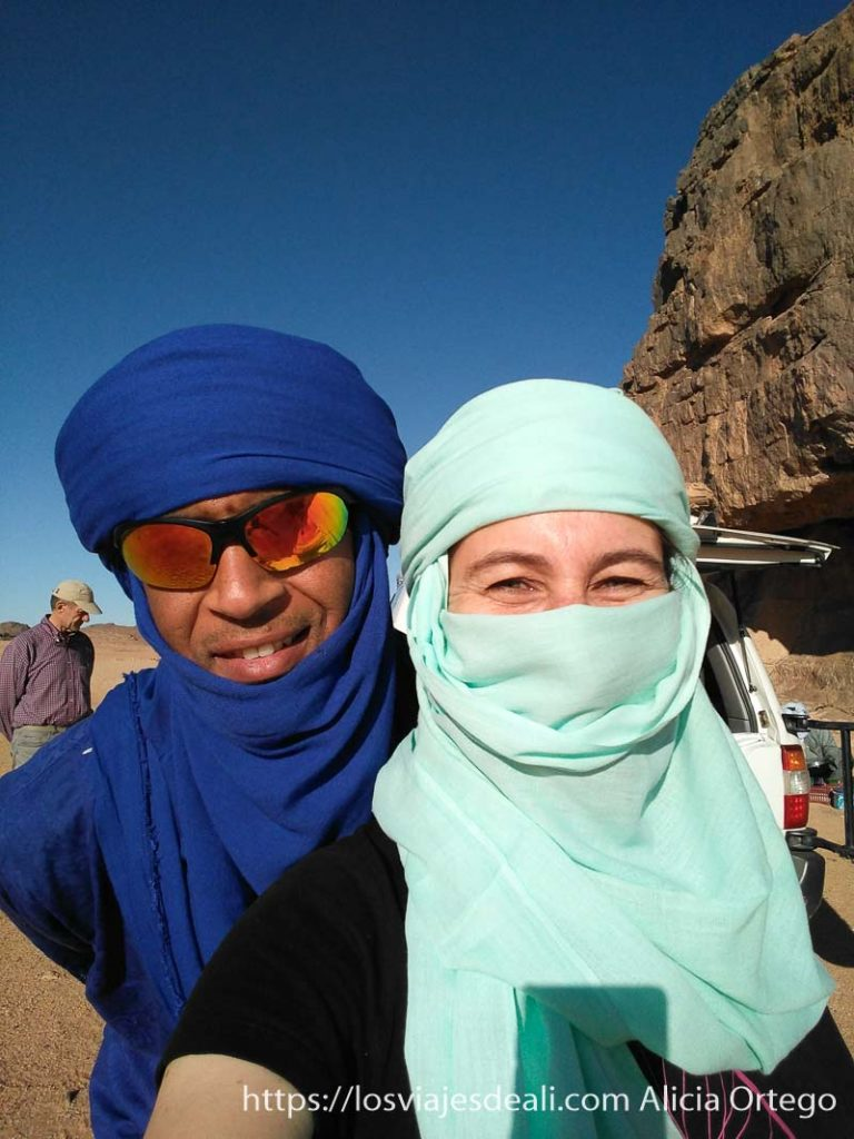 selfie con mokhtar y mi turbante recién puesto consejos para viajar a argelia