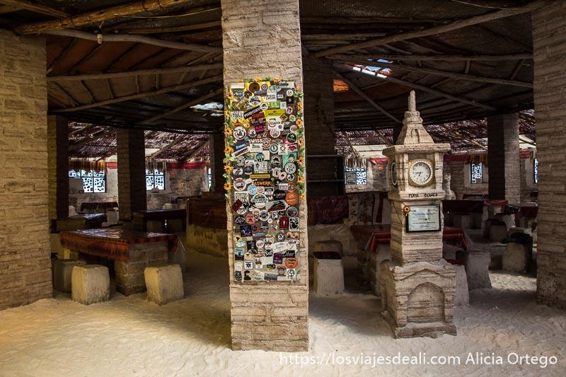 interior del museo de la sal en la visita al salar de uyuni