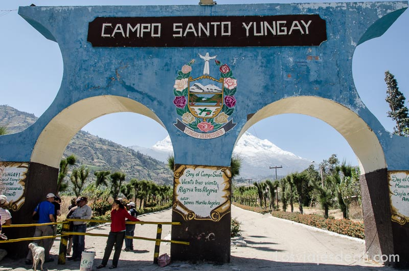 entrada al cementerio de yungay