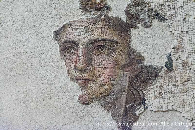 mosaico de un rostro de dios perfectamente hecho