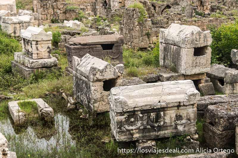 10 sarcófagos bizantinos entre las casas de la antigua tiro