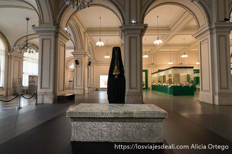 sala del museo nacional de bucarest con