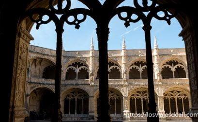 claustro monasterio jerónimos de belem lisboa