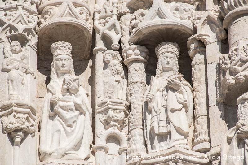 estatuas de reyes de portugal en la fachada del monasterio de belem
