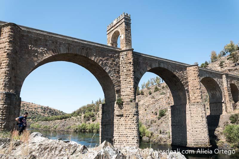 el puente de alcántara es uno de los sitios para tu escapada perfecta a cáceres