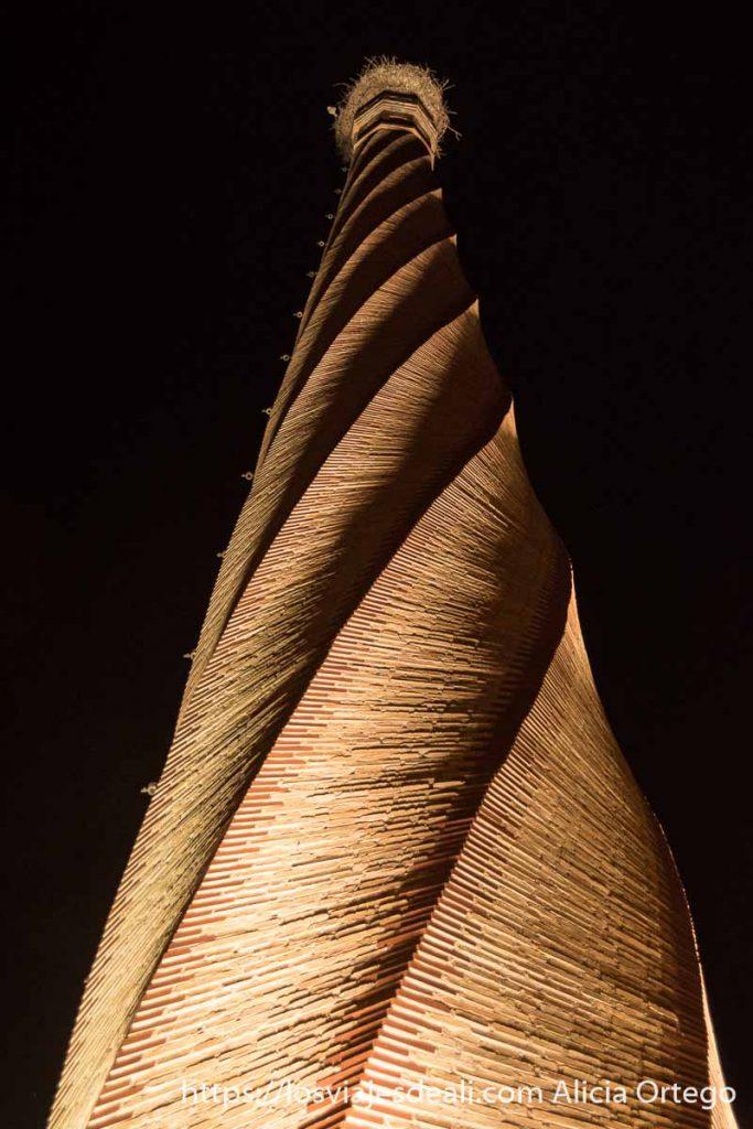 torre de ladrillo con forma de sacacorchos en tomelloso