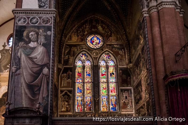 vidrieras de la iglesia de san petronio desde dentro imprescindibles de bolonia