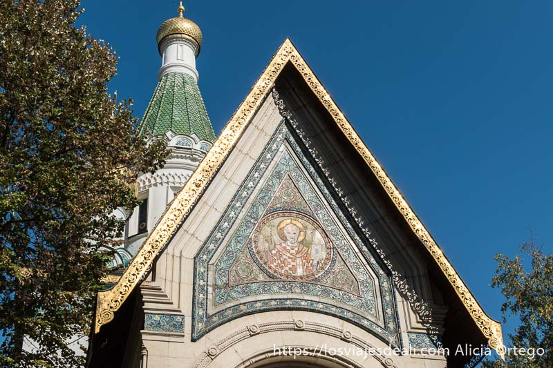 detalle de mosaico de la fachada de la iglesia rusa de sofía