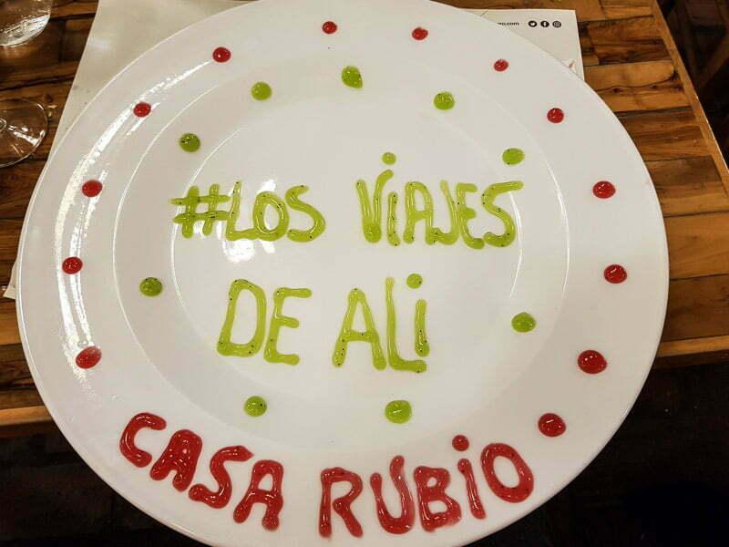 """plato del restaurante casa rubio de córdoba donde dibujaron con dulce """"#losviajesdeali"""""""
