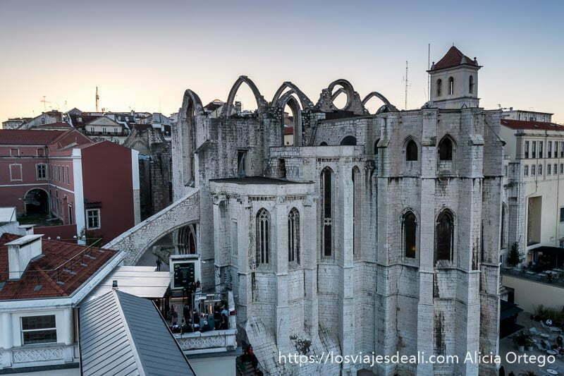 convento do carmo desde el mirador del elevador de santa justa en el centro de lisboa